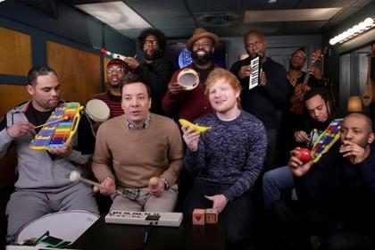 Ed Sheeran cantando con instrumentos escolares es lo más grandioso que verás esta semana ¡Míralo! (+ Video)