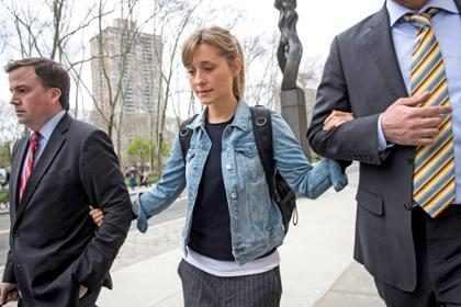 Allison Mack, de Smallville, é solta após pagar fiança de R$ 17 milhões