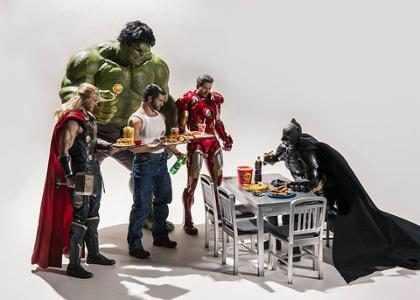 Fotógrafo cria cenas inusitadas com super-heróis