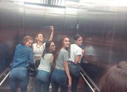 Marina Ruy Barbosa, Tatá Werneck e Bruna Marquezine empinam bumbum em clique no elevador