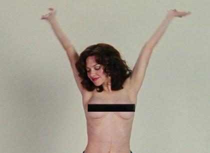 Amanda Seyfried faz topless como atriz porn&ocirc; em <i>Lovelace</i>