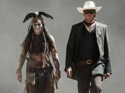 (+Video) Johnny Depp casi es pisoteado por caballos durante la filmación El Llanero Solitario