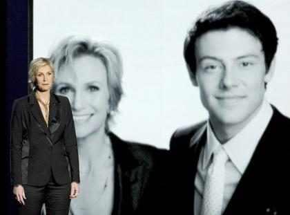 Jane Lynch faz homenagem a Cory Monteith no Emmy Awards 2013