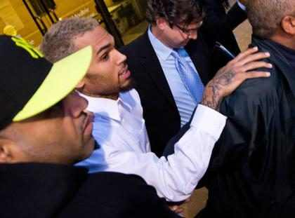 Chris Brown se interna em clínica de reabilitação