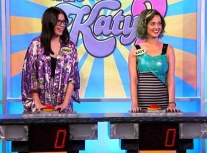 """Katy Perry se ríe de su soltería y le dice a una fan: """"Al menos tu tienes novio"""" (+ Video)"""