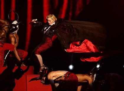 Madonna se lesionó las cervicales al caerse en los Brit