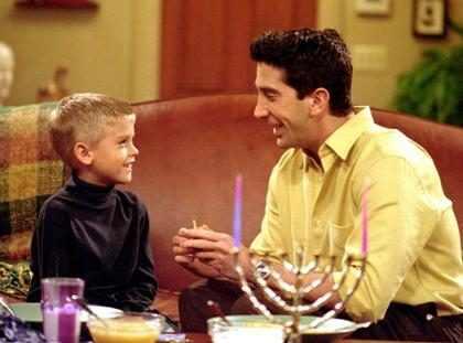 ¡Alguien explíquenos qué le pasó a Cole Sprouse, el hijo de Ross! ( + Fotos)