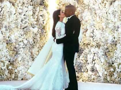 Celebramos el 2º aniversario de Kim Kardashian y Kanye West con las 12 imágenes más fabulosas de su boda (+ Fotos)