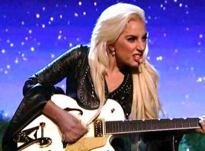 El mensaje oculto detrás del vestuario que usó Lady Gaga en los American Music Awards (+ Foto)