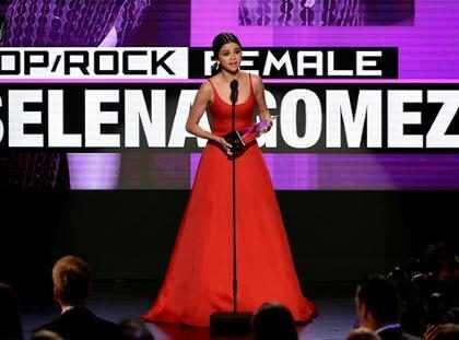 Os melhores looks da história do American Music Awards