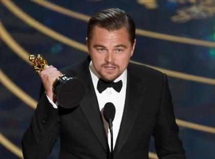 Plazas de México, España, Argentina y Chile se llenan de para celebrar el triunfo de Leonardo DiCaprio (Fotos + videos)