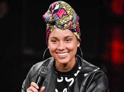 """¡Alicia Keys sí usa maquillaje detrás de su """"no maquillaje""""! ¡Descúbrelo!"""