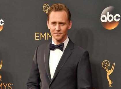 Tom Hiddleston llegó al Emmy luciendo completamente guapo y dolorosamente soltero (+ Foto)