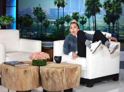 WTF! Miley Cyrus aseguró haber drogado a Ellen DeGeneres y le robó el show (+ Video)