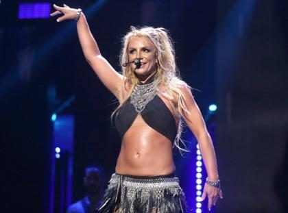 Britney Spears quase deixa os seios à mostra em show de Las Vegas