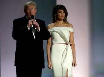 Este es el gesto que Melania hizo a espaldas de Donald Trump y que está explotando internet (+ Video)