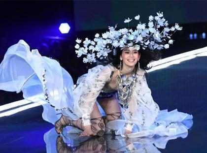 Mira cómo esta modelo se recuperó de una aparatosa caída en el Victoria's Secret Fashion Show