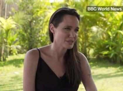 Angelina Jolie se emociona ao falar pela primeira vez sobre divórcio de Brad Pitt