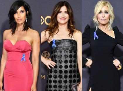 ¿Por qué las celebridades llevaron un lazo azul en los Emmys 2017?