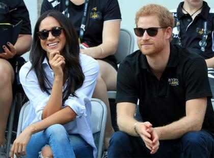 Príncipe Harry visita Meghan Markle no set de filmagem de Suits