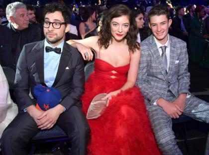 Lorde leva cantil para a premiação do Grammy Awards 2018