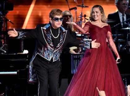 Miley Cyrus e Elton John cantam juntos no Grammy Awards 2018