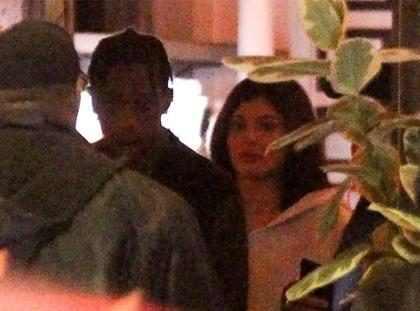Kylie Jenner e Travis Scott curtem jantar em Los Angeles