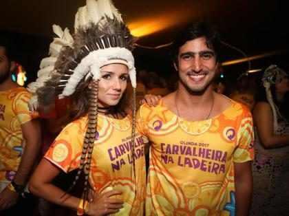 Paula Fernandes curte Carnaval com ex de Tatá Werneck