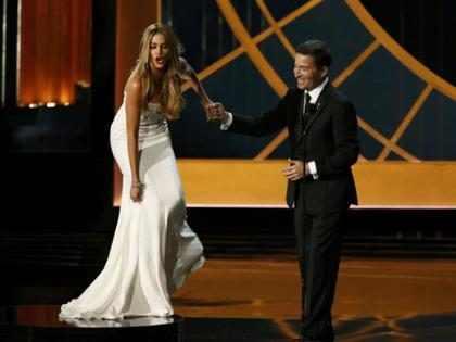 Los 10 momentos más raros, incómodos y embarazosos en la historia de los Emmy (Fotos + Videos)