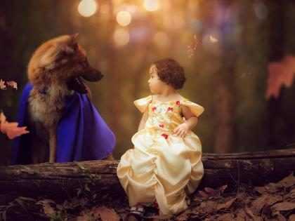 Menina e cachorro posam em ensaio fofo de A Bela e a Fera