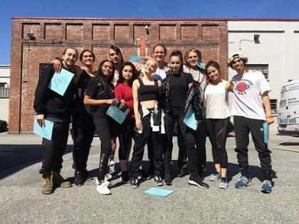 ¡Dove Cameron y Sofia Carson comparten fotos inéditas de Descendientes 3!