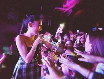 ¡Madison Beer ayudó a fans que experimentaron convulsiones durante su concierto!