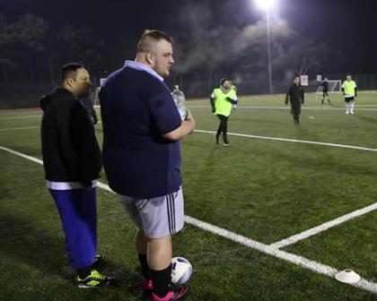 Crean una liga de fútbol para hombres gordos (+ Video)