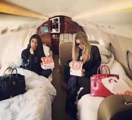 Khloé Kardashian satisfaz desejo de frango frito durante gravidez