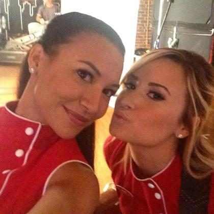 <i>Glee</i>: Naya Rivera e Demi Lovato fazem ensaio extra de cena de beijo