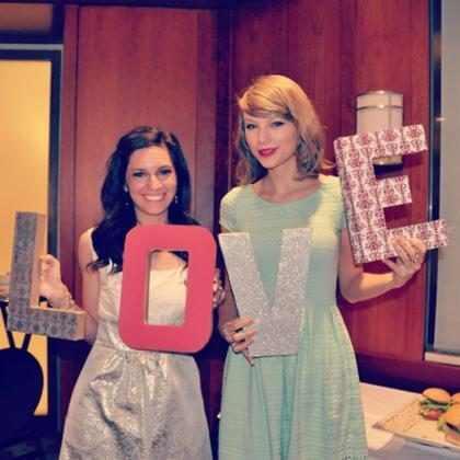 ¡Taylor Swift sorprendió a una fan en su despedida de soltera! (+ Fotos)