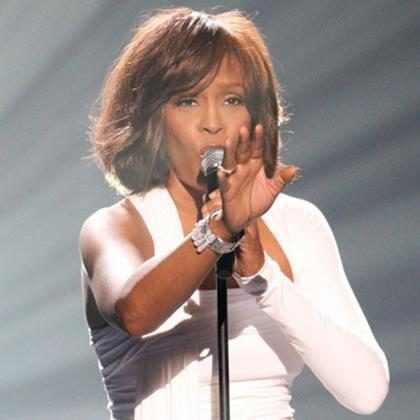 Mulher é retirada de voo após cantar Whitney Houston sem parar