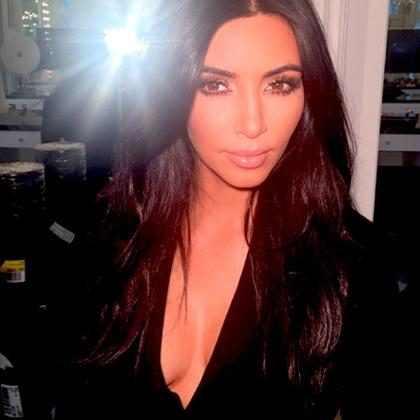 Kim Kardashian anuncia vinda ao Brasil e diz que ama Guaraná!