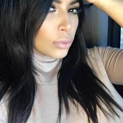 Kim Kardashian retorna às redes sociais após assalto em Paris