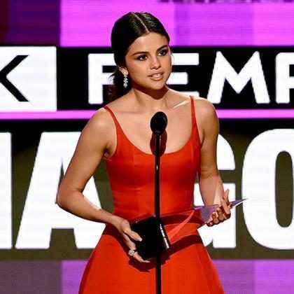 Selena Gomez se prepara para voltar ao palco do American Music Awards 2017