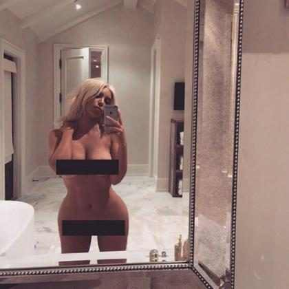 Kim Kardashian publica foto nua no Instagram