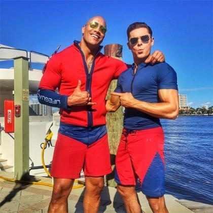 Zac Efron e Dwayne Johnson estrelam segundo trailer de Baywatch