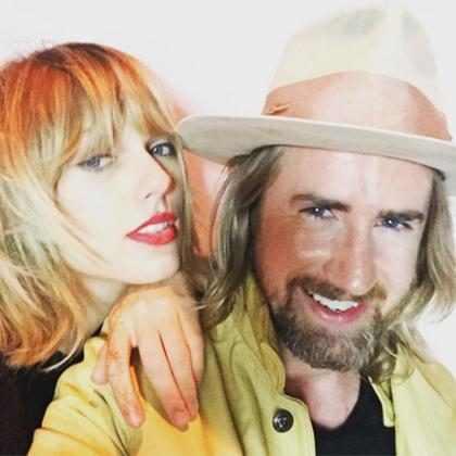 Taylor Swift mostra novo corte de cabelo em festa