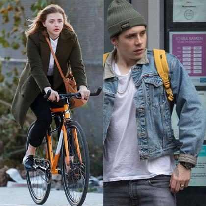 Brooklyn Beckham e Chloë Moretz usam anéis com as inicias um do outro