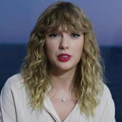 Taylor Swift aparece de surpresa no American Music Awards 2017