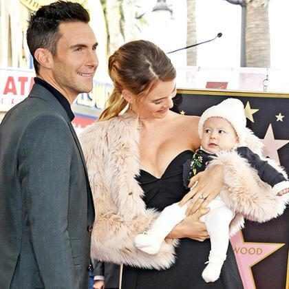 Behati Prinsloo celebra 3 anos de casamento com Adam Levine