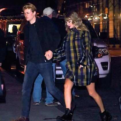 Joe Alwyn, namorado de Taylor Swift, aparece no clipe de Delicate?
