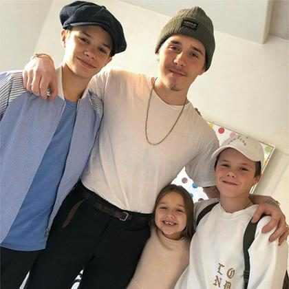 Victoria Beckham posta nova foto em família para celebrar aniversário