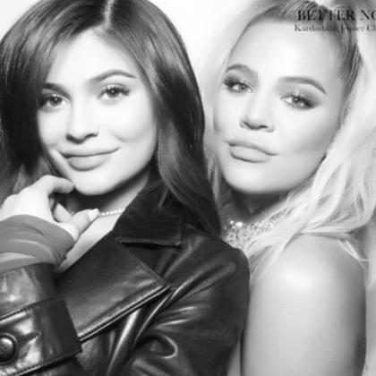 Kylie Jenner e Khloé Kardashian mostram a barriga de gravidez