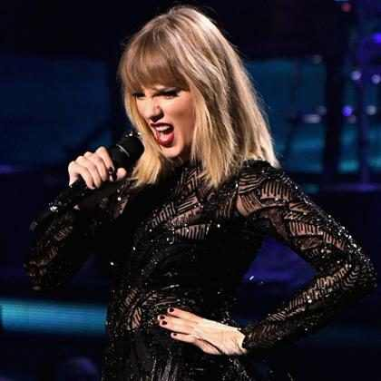 Taylor Swift canta versão acústica de I Don't Wanna Live Forever em show